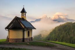 Lockstein Kapelle mit Sicht auf den Watzmann